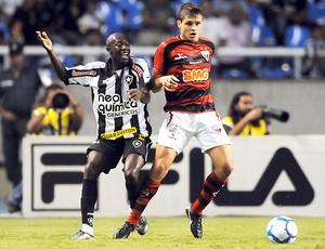 Somalia Botafogo x Atlético-GO (Foto: Photocamera)