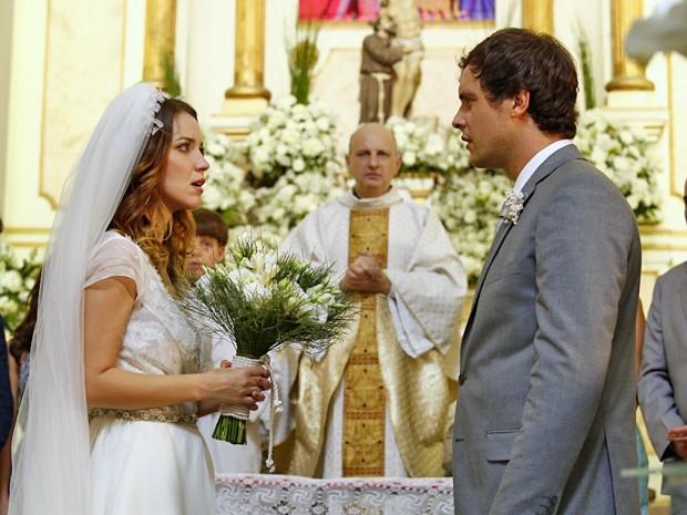 Laura surpreende Caíque ao dizer que não vai ser casar com ele (Foto: Raphael Dias / Gshow)