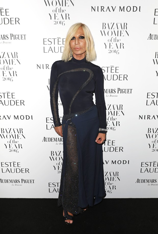 Estilista Donatella Versace em premiação em Londres, na Inglaterra (Foto: David M. Benett/ Getty Images)