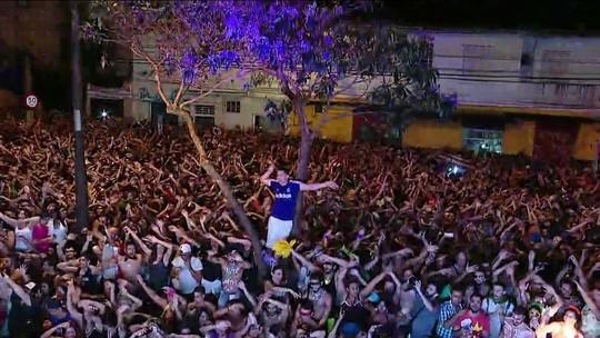 'Olha o gás': bloco de SP põe multidão para fazer dancinha de vídeo viral