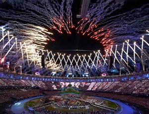 Fogos da cerimônia, Londres (Foto: Agência Reuters)