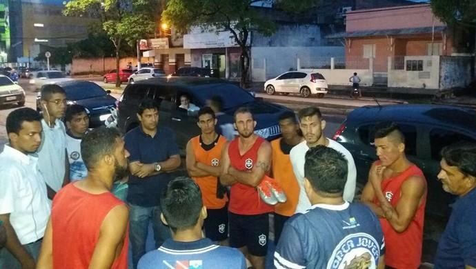 Jogadores e torcedores se reuniram na segunda-feira (20) (Foto: Reprodução/Facebook/Evandro Miguel)