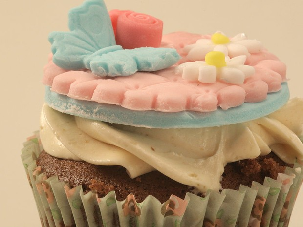 Cupcake de chocolate com caramelo e buttercream (Foto: GNT/Adalberto Pygmeu)