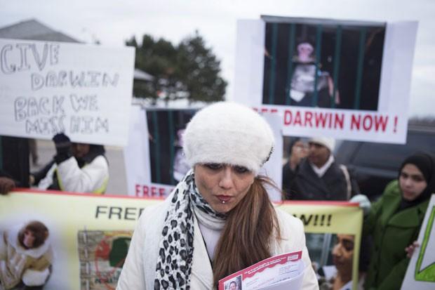 Yasmin Nakhuda quer a devolução do macaco 'Darwin' (Foto: Chris Young/Canadian Press/AP)