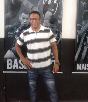 Juersen Batalha em visita ao Botafogo (Foto: Reprodução do Facebook)