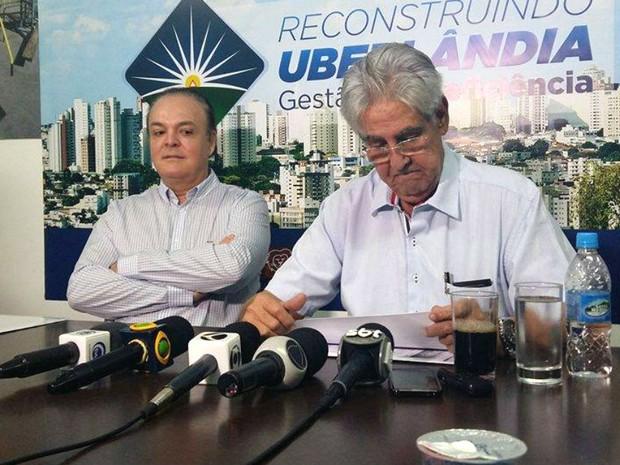 Coletiva prefeito Odelmo Leão (Foto: Caroline Aleixo/G1)