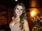 Grávida, Mirella Santos usa vestido justinho em festa