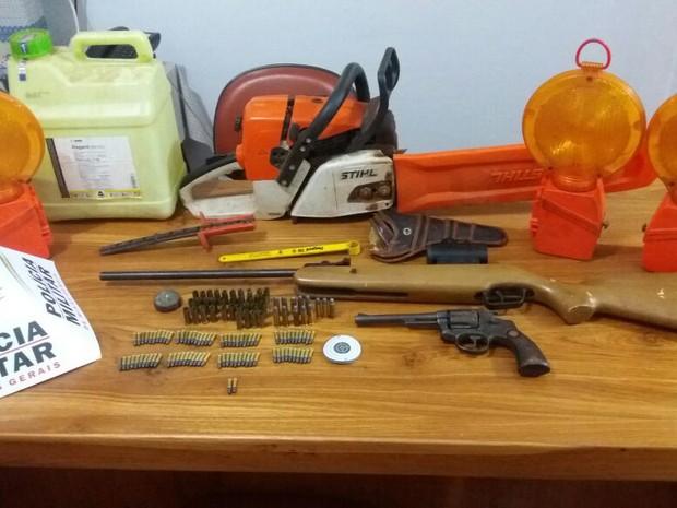 Munições apreendidas em Santa Vitória (Foto: Polícia Militar/Divulgação)