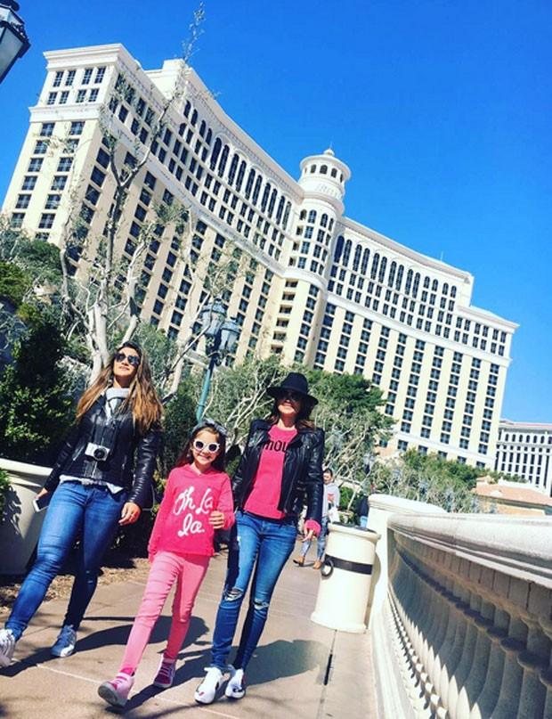 Flávia Alessandra com as filhas, Olivia e Giulia Costa (Foto: Reprodução)