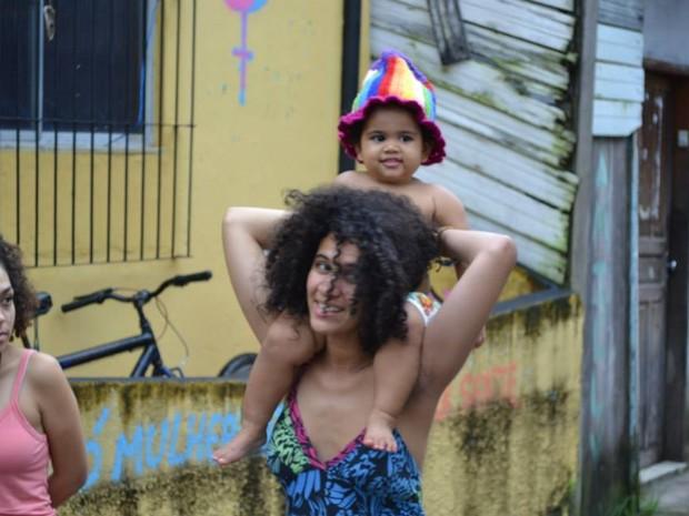 Maria da Silva luta pelo direito de dar de mamar sem constrangimento para a filha Violeta (Foto: Kleverson Lima / Arquivo pessoal)