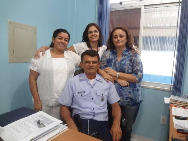Deusélia Nogueira, Anahy Treptow e Marlete Araújo, com o apoio do supervisor militar Tenente Coronel Joan, comandam a escola Rego Barros (Foto: Luana Laboissiere/G1)
