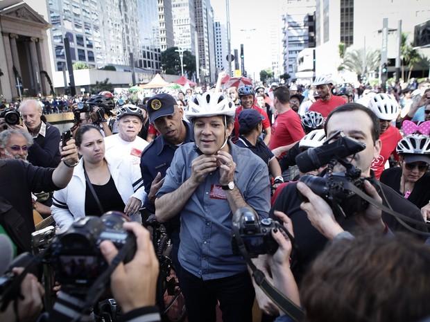 Prefeito de São Paulo, Fernando Haddad, participa da inauguração de ciclovia (Foto: Caio Kenji/G1)