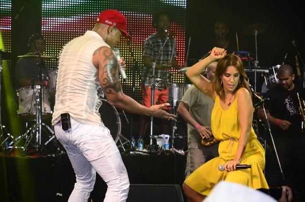Ivete Sangalo e Léo Santana no show do Parangolé em Salvador, na Bahia (Foto: Fred Pontes/ Divulgação)