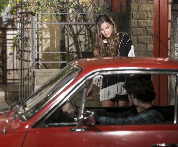 Luan aparece dirigindo o carro de Jorge (Foto: Inácio Moraes / Gshow)