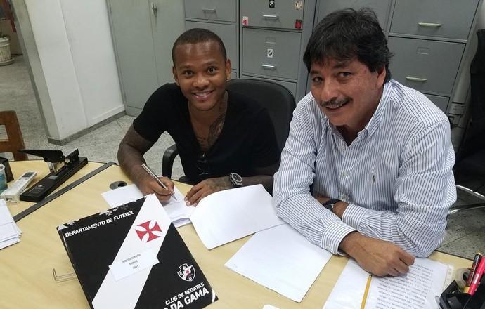 """Andres Escobar, o """"Manga"""", assina contrato com o Vasco (Foto: Reprodução Twitter Raul Ramirez)"""