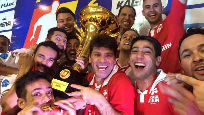 Vander Iacovino, técnico campeão pelo Sorocaba Futsal (Foto: Divulgação / Futsal Brasil Kirin)