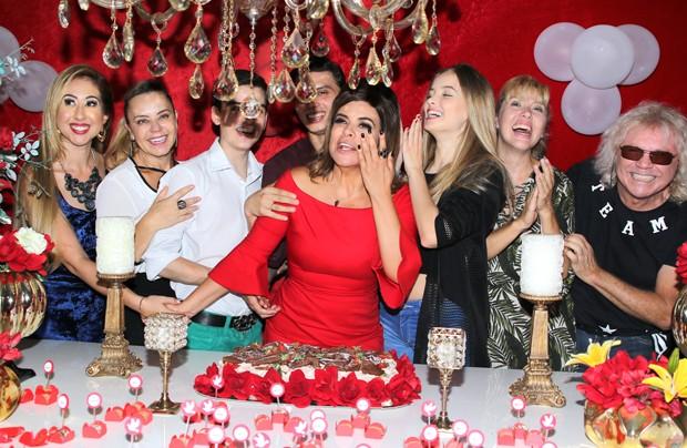 Mara Maravilha se emociona na festa de 49 anos (Foto: Thiago Duran/AgNews)