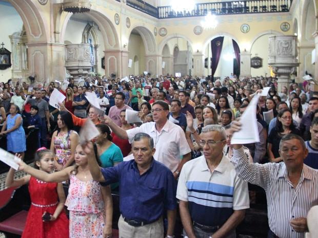 Missa lotou Igreja da Matriz, em Manaus (Foto: Marcos Dantas/G1 AM)