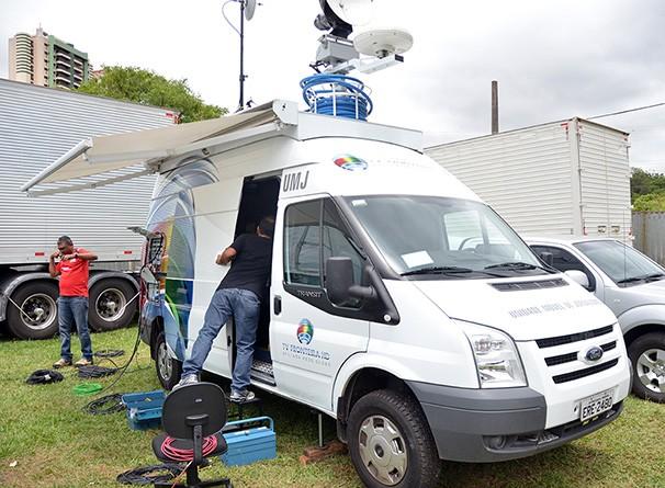 Unidade Móvel de Jornalismo: Versatilidade e dinamismo nas transmissões ao vivo (Foto: Marketing / TV Fronteira)