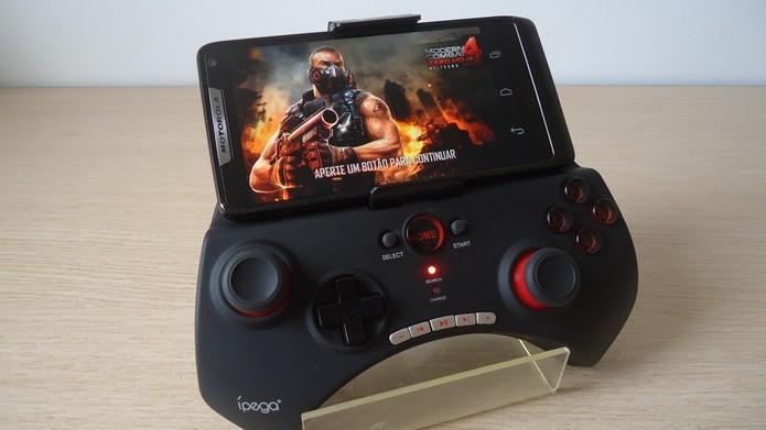 Ípega PG-9025 é um joystick que funciona no Android e iOS (Foto: Reprodução / Dario Coutinho)