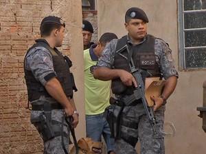 Polícia faz operação para prender suspeitos de tráfico de drogas em Campo Grande (Foto: Reprodução/TV Morena)