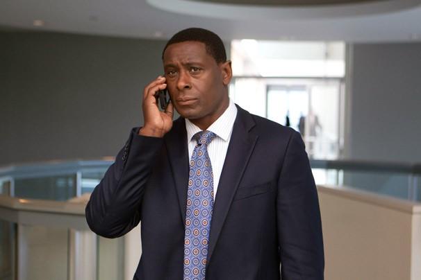 Brody deverá roubar informações do escritório de David Estes (David Harewood) (Foto: Divulgação/Twentieth Century Fox)