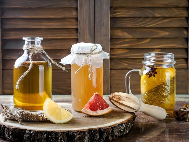 Kombucha é fermentado com probióticos que ajudam a regular intestino e equilibram metabolismo (Foto: Thinkstock)
