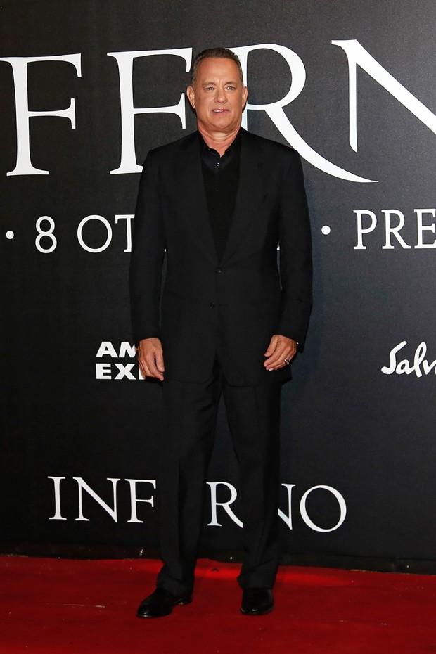 Tom Hanks em uma das premières de Inferno (Foto: AKM-GSI)