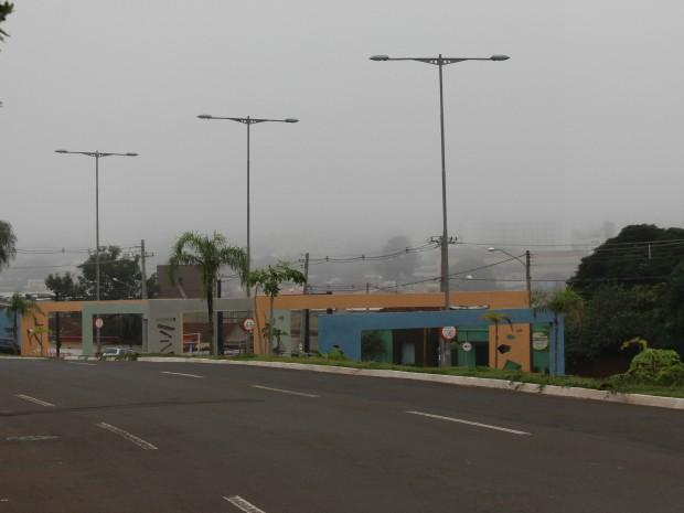 Neblina encobriu céu de Campo Grande neste domingo (25)  (Foto: Gabriela Pavão/ G1 MS)