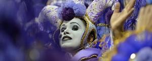 Rosas de Ouro, X-9 e Vai-Vai são  os destaques do 1º dia de desfiles (Nelson Almeida/AFP)
