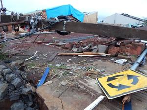 Dia 21: cerca de 300 poste caíram em Xanxerê (Foto: Laion Espíndula/G1)