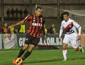 Roger Atlético-PR (Foto: Gustavo Oliveira / Site oficial do Atlético-PR)