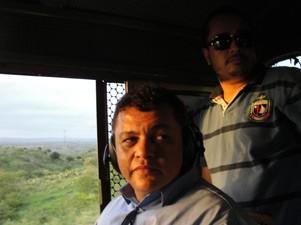 Os maquinistas Paulo César e Carlos Moabe contaram histórias de antigamente (Foto: Maurício Melo/G1)