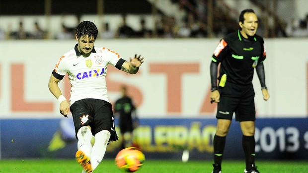 Pato Corinthians e Bahia (Foto: Marcos Ribolli)