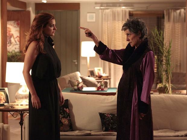 Melissa ameaça acabar com a vida de Elisa (Foto: Amor Eterno Amor/TV Globo)