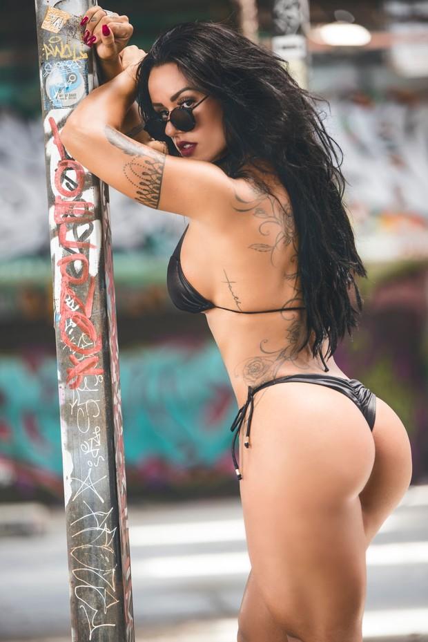 Sue Lasmar posa sensual (Foto: Pedro Roller)