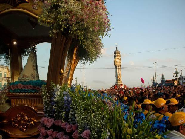 Flores diversificadas embelezam a procissão do Círio de Nazaré. (Foto: Oswaldo Forte/ O Liberal)