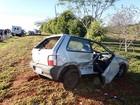 Carro colide com caminhão e capota na Rodovia Raposo Tavares