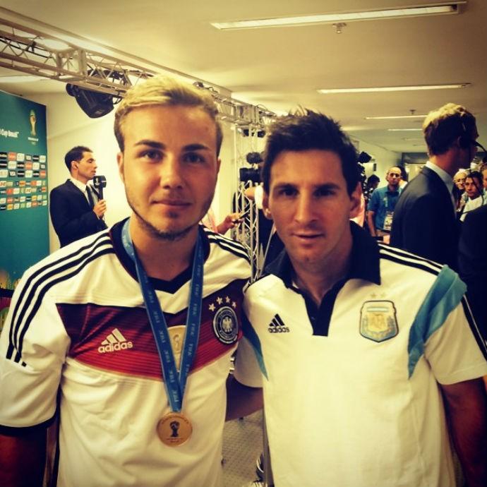 Mario Götze tira foto com Lionel Messi após final da Copa (Foto: Reprodução/Instagram)