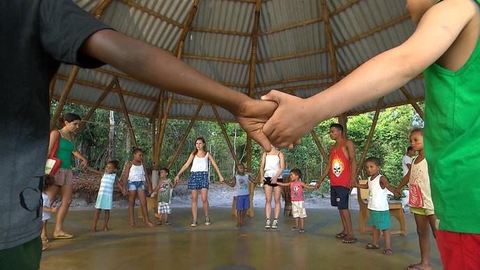 Irmãs cariocas são voluntárias temporárias em projeto para crianças (Foto: TV Bahia)