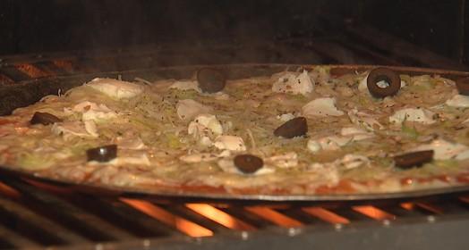 PIZZA NA GRELHA (Reprodução / TV TEM)