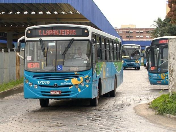 Ônibus do Sistema Transcol terão reforço durante o verão. (Foto: Reprodução/TV Gazeta)