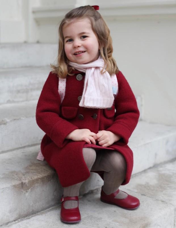 Família Real divulga fotos da princesa Charlotte Elizabeth no Twitter