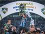 """Maicon raspa barba após título do Grêmio: """"Não ia tirar até ser campeão"""""""