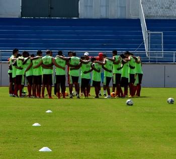 Rio Branco treina no Florestão (Foto: Nathacha Albuquerque)
