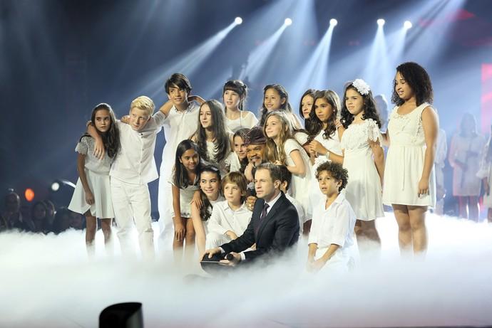 Tiago Leifert com as crianças (Foto: Isabella Pinheiro/Gshow)
