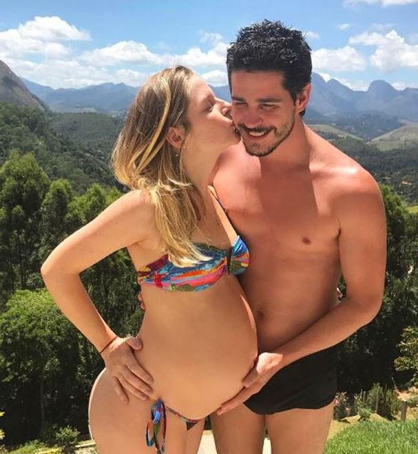 Pedro e Vitória aguardam a chegada da primeira filha  (Foto: Reprodução Instagram )