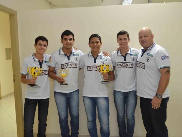 Alunos do Sesi/Senai de Pimenta Bueno conquistam prêmio em torneio de robótica (Foto: Fiero/Divulgação)