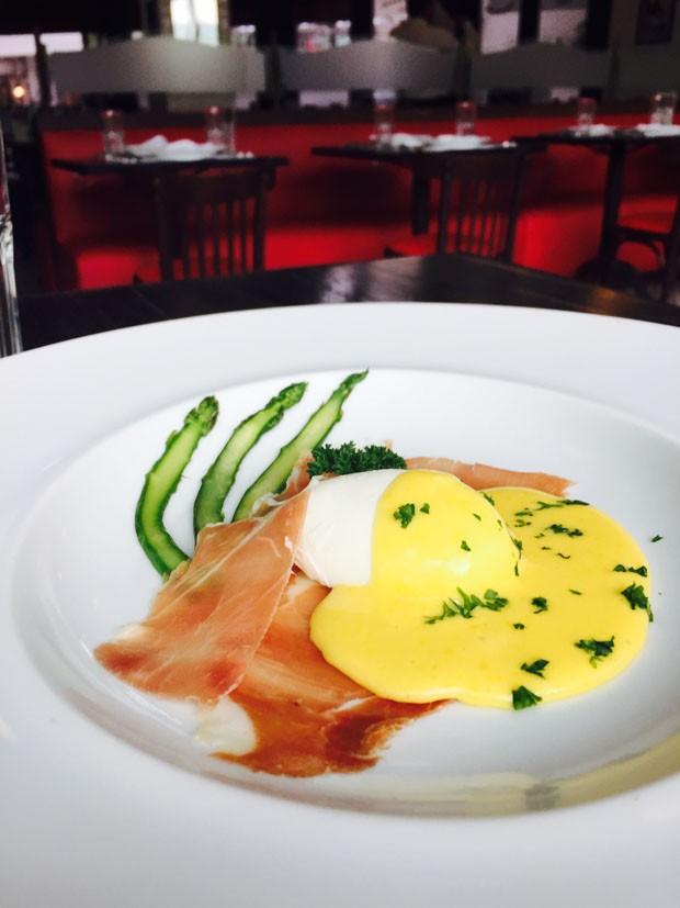 Receita: ovo poche com molho hollandaise e presunto de Parma (Foto: Divulgação)