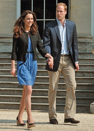 MAGREZA Kate Middleton e o príncipe William no dia seguinte ao casamento, em abril de 2011. As pernas finas e o rosto magro chamaram a atenção (Foto: Pagina John Stillwell/WPA/Getty Images)